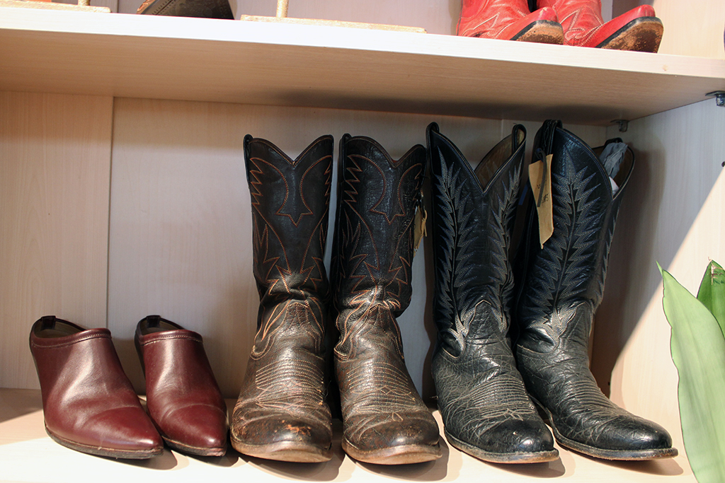 Leather cowboy boots for men and women